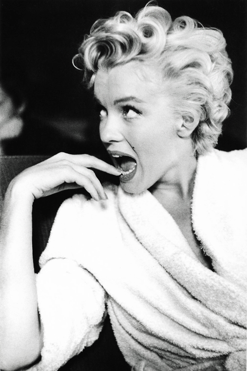 vintagegal:  Marilyn Monroe, 1954