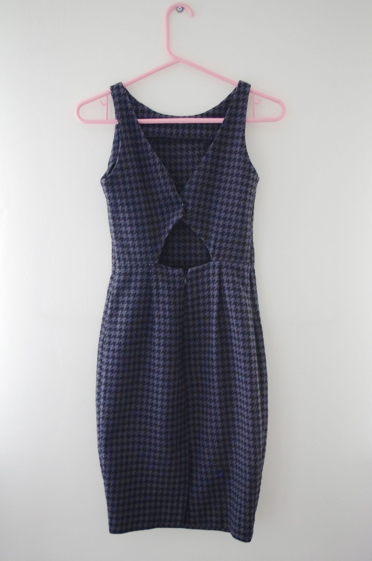meala-vintage:  Hourglass Dogtooth Check Dress, Currently Only 99p, Available Here