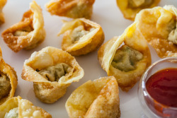 unmorceaudechocolat:  chinese fried wontons.
