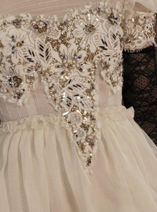 wink-smile-pout:  Chanel Fall 2006 Details