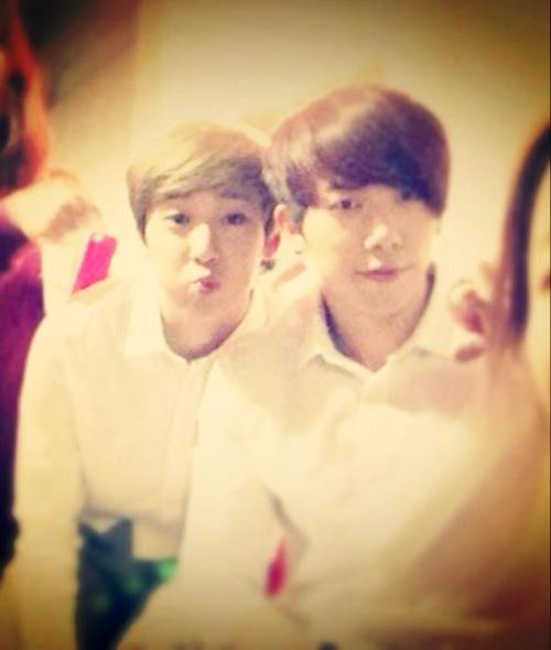 18 Mar 13 @UKISS_intl's tweet  Kevin and Hoon(^○^)♥ #유키스 #스탠딩스틸 pic.twitter.com/RXFuRFTf30