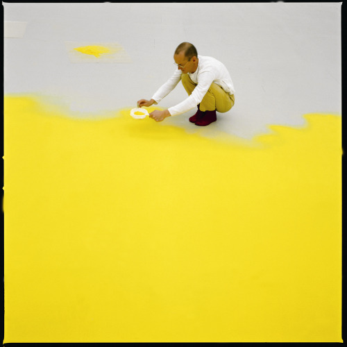Wolfgang Laib sifting hazelnut pollen, 1992. Courtesy Sperone Westwater Gallery, New York On view at MoMA (January 23-March 11, 2013)