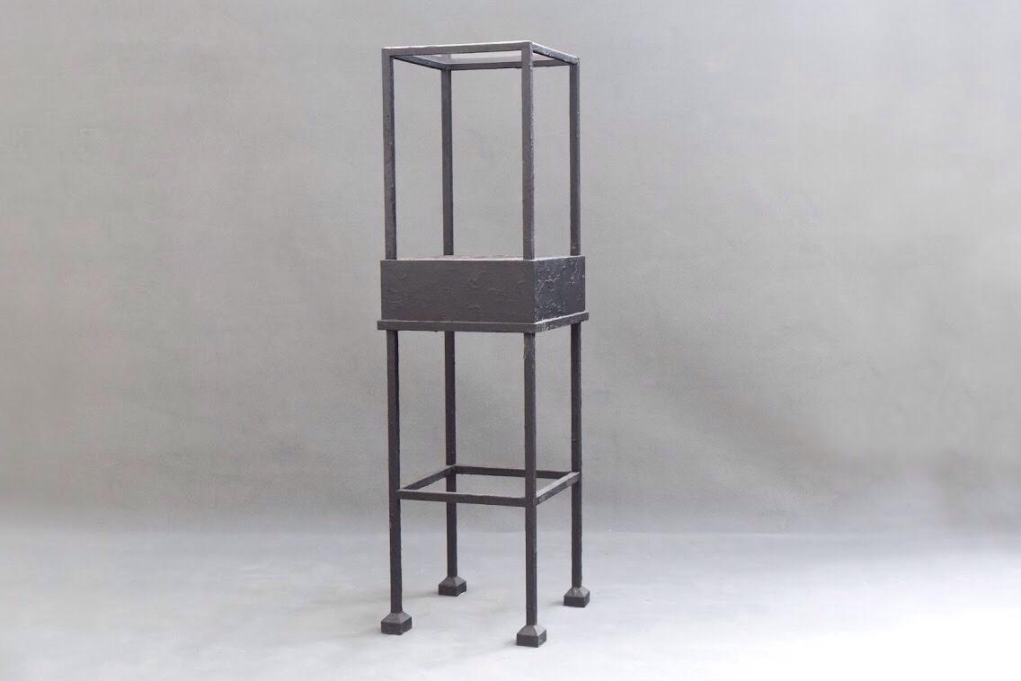 Socle en métal + revêtement → Pantin 5 exp - 47,5×47,5×170 cm2 exp - 49×49×209 cm 30 euros/L'Unité