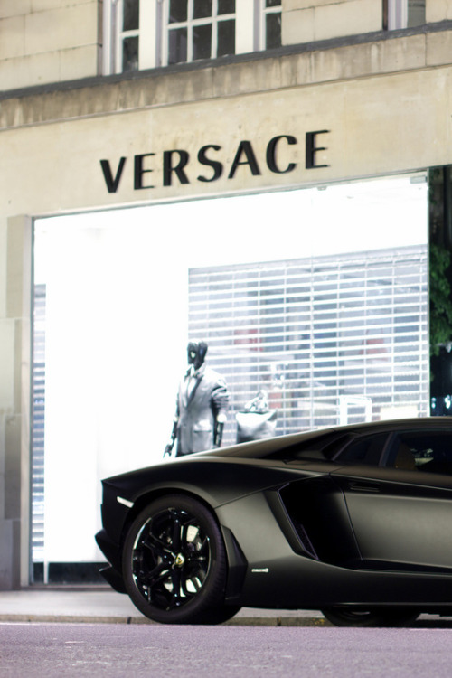 stilinovic:  | Versace | Aventador | FOLLOW ME for your daily dose of street fashion [ stilinovic.tumblr.com ]