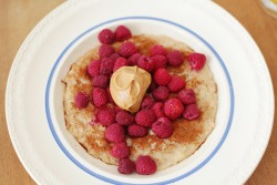 neveraround:  Brunch: Banana oats topped with cinnamon, raspberries and peanutbutter.