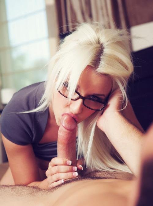порно блондинка фото в очках