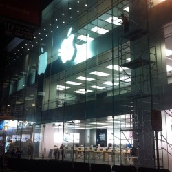 I can't wait. Two more days before this Apple Store Grand Opening in Causeway Bay, Hong Kong on Saturday Dec 15th, 2012. It reminds me of the three-stories-high store in West Village, New York - West 14th Street. Rock on grand opening! :) #nofilter  (at Causeway Bay 銅鑼灣)