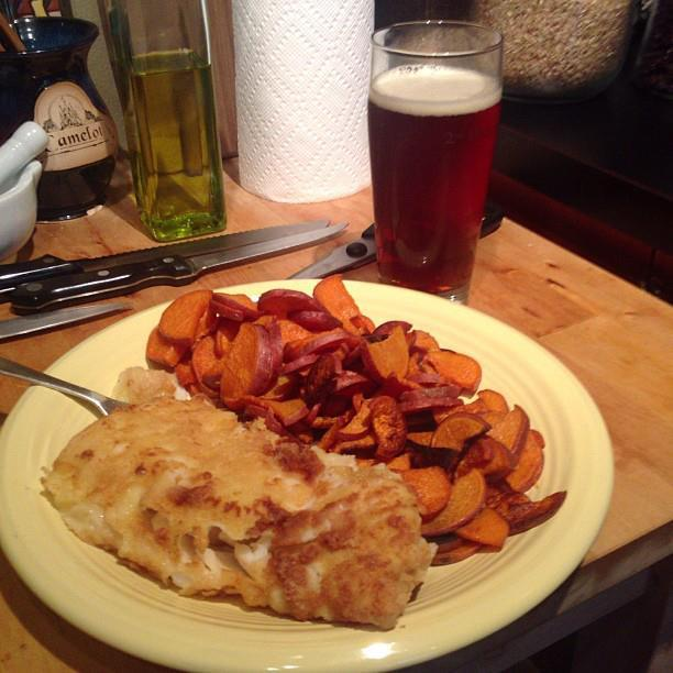 Tonight's dinner is pure comfort food: fish and chips a la Zakelro. http://bit.ly/163Q2Dr