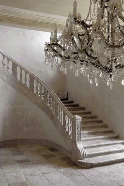 audreylovesparis:  ♥⊱foyer of a house in Provence⊰♥