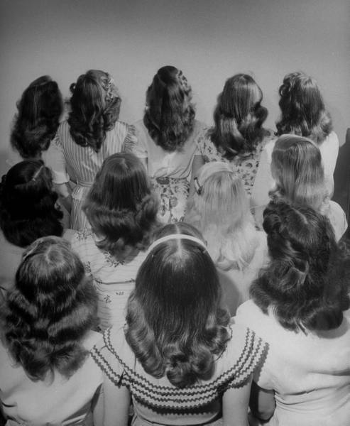 Teens, 1947 Popular shoulder length hair style worn by teenage girls.