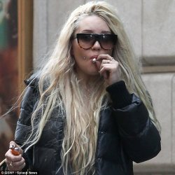 WHY, amanda bynes, WHY? Amanda Bynes Kicked Out Of Gym For Smoking Weed On 4/20 | The Huffington Post