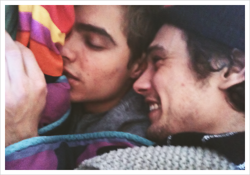 mistize:  tear-blossom:  lonelyhearrt:  crocodilet3ars:  Franco brothers tho  FUCK  Omg this is so fucking cute stahp  :(