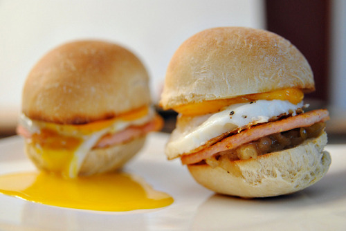 clottedcreamscone:  Peameal bacon breakfast sliders by Sophie Idsinga on Flickr.