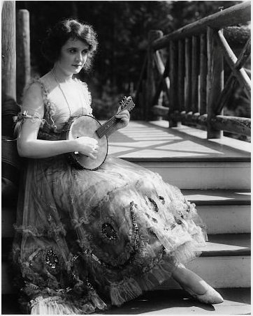 BILLIE BURKE love her banjo!