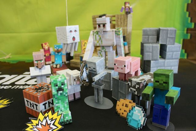 laughingsquid:  Minecraft Papercraft Studio, An iOS App For Printing Papercraft 'Minecraft' Characters and Creatures