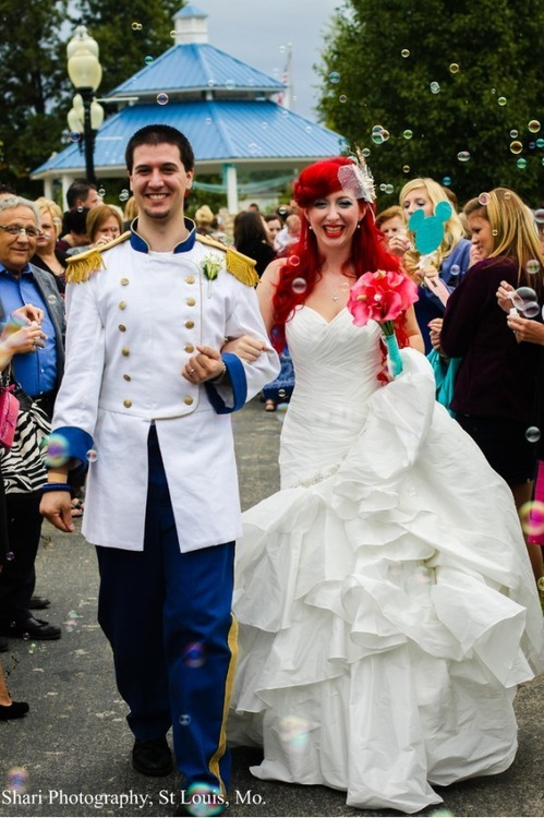 notoriousgifs:   Checkout these Real Life Disney Weddings! I love the Little Mermaid Theme! #1 is my dream wedding! Check them out:  ^^ My dream wedding