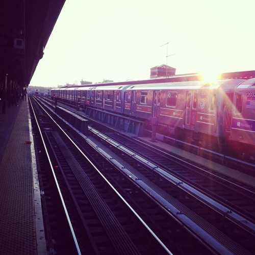queenslove:  Jackson heights at dusk #QueensLove