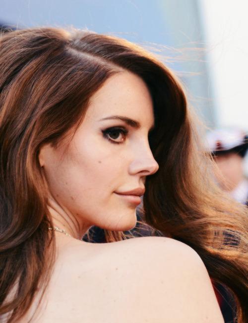 Lana Del Rey-ფოტოკრებული/ანიმაციები
