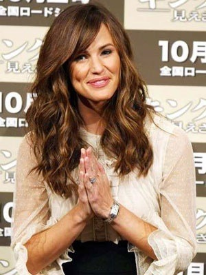 Jennifer Garner's hair never looked better - #CosmoTai perfection!