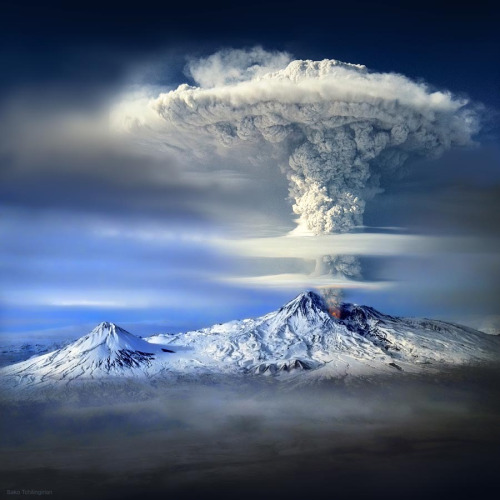 travelingcolors:  Mount Ararat 'eruption' | Armenia (by Sako Tchilingirian)