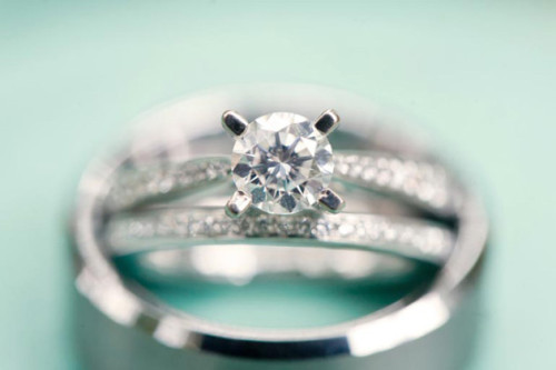 (via Bridal Musings Wedding Blog - A wedding blog updated daily with beautiful real weddings, unique ideas, inspiring imagery & creative wedding films.)