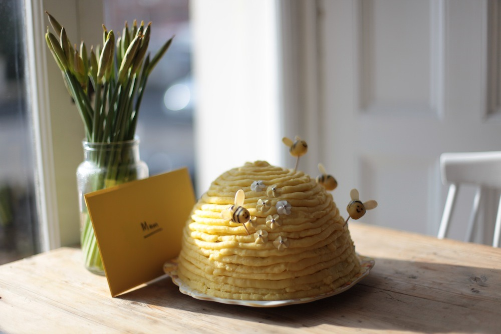 Hive cake - so cute.  Recipe