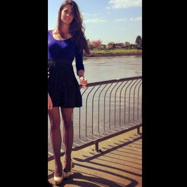 #dress #black #blue #highheels #gold #long #legs #hair #smile #bridge #nature #river  (en Bremen)