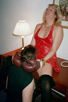 houseparty hotwife hosts a gangbang!  kinkboxer eats her out afterwards. delicious~!