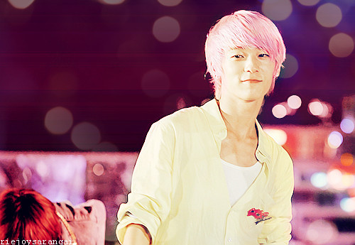 Ljoe in pink bg & in pink hair.
