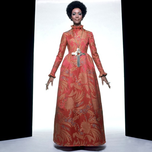 Charlene Dash - Vogue July 1969 http://www.ciaovogue.com