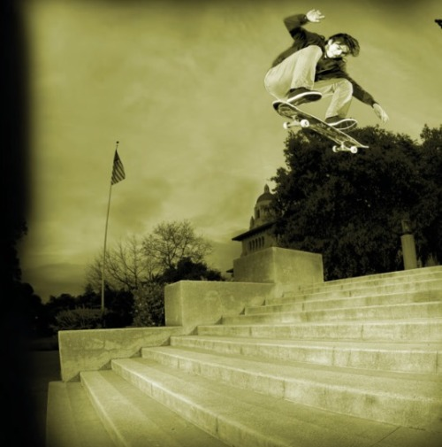 radsimi:  Daryl Angel- Switch heelflip.