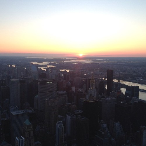 Sunrise over the city  from top of the #EmpireState … #love #instacool #followme #instagood #photooftheday #picoftheday #gm #nyc
