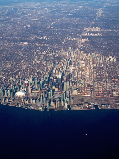 Kinda proud of this picture I took of Toronto from an airplane window.
