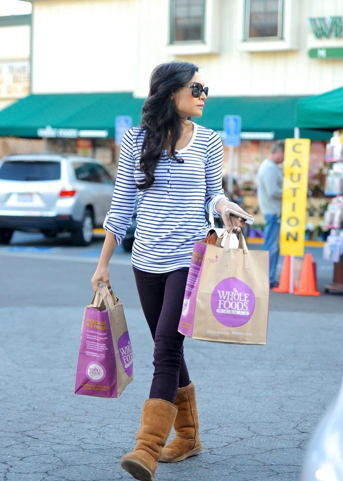 so-letsettheworldonfire:  Naya, yesterday.