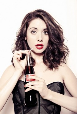 addisonmitchell:  The sexiness is multiplied by the fact that she has a Coke.