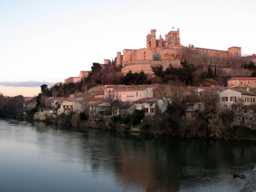 (via pink sunset, a photo from Languedoc-Roussillon, South | TrekEarth) Beziers, Languedoc-Roussillon, France