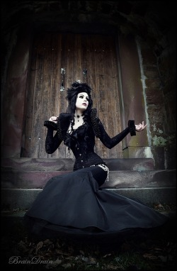 gothsandpunks:  Model: Mademoiselle Karma Facebook: http://www.facebook.com/mademoisellekarmamodel Hair & Make-up: Mademoiselle Karma Photographer: BrainDrain Photography