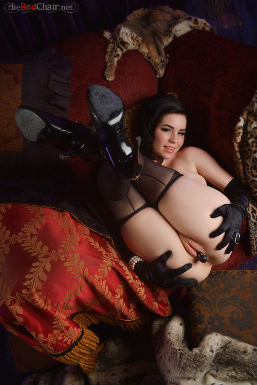 redchairmodels:  Introducing Belle Noire! Brand new 428 Pics set. (please reblog)