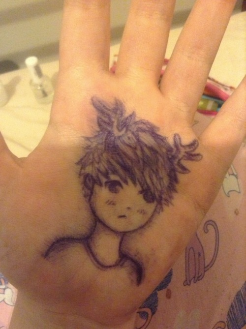 monchen:  so i drew lu han on my hand