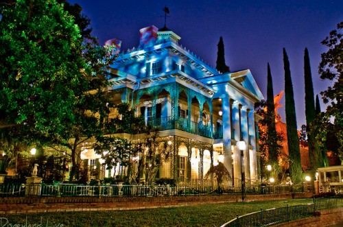 dashofdisney:  Ghostly Mansion Flickr credit: Bryan Pugh (DLandLive)
