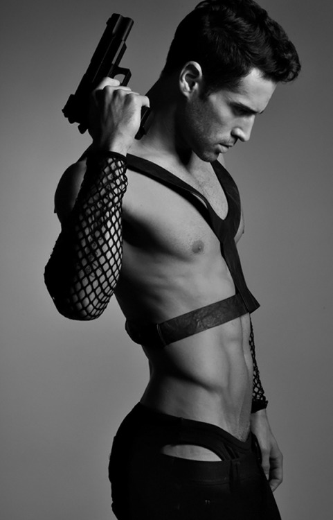 mansexfashion:  http://mansexfashion.tumblr.com/  Paul Francis II by Tony Veloz