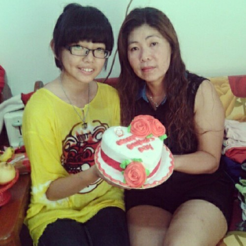 with mom :D #mom#me#selca#selfie#asian#chinese#happymothersday#130512#igdaily#instafamous#instasian#instanesia#instadroid#smile#엄마져아
