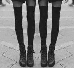 omg i wish my legs looked like those