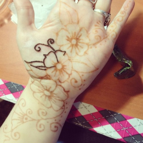 ladyphantomhive:  Touching up the #henna on my palm. Hard to keep it there.