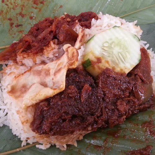 Nasi Lemak Daging Tahai at A'Cafe, Bandar. Yes, I'm a big breakfast kinda guy. #giweats #acafe #bruneifoodies #lovefoodhatewaste #nasilemak  (at A' Cafe)