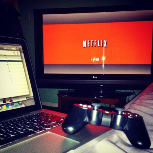 Still sick..😷 ..Bed, movie, game, food life. #netflix #ps3 #macpro #bed #52