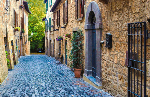 a lovely and tiny street… - Orvieto, Umbria, Italy | by yonca60
