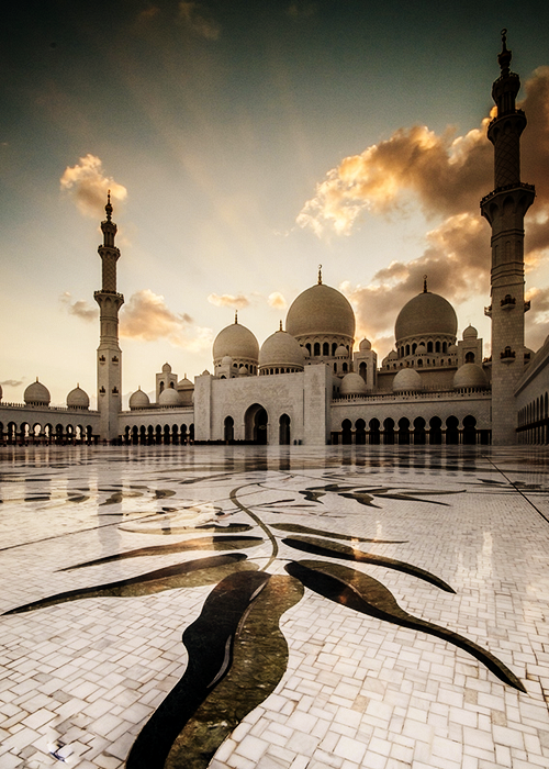 islamic-art-and-quotes:  Sheikh Zayed Grand Mosque (Abu Dhabi, UAE) Filed under: Sheikh Zayed Grand Mosque in Abu Dhabi, United Arab Emirates Originally found on: islamandart