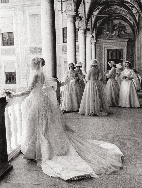 a-sandro:  Grace Kelly and her bridesmaids on her wedding day, April 19, 1958. Photo by Howell Conant.