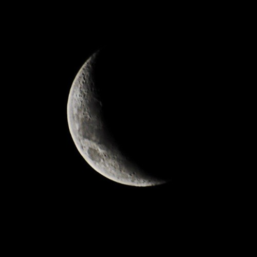 Right here. Right now… Cc moon #moon #crescentmoon #nikonview #nikond700 #nightsky #nightshoot #nikon #beauty  (en jorge arcagni studio)